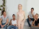 Desnuda delante de toda su familia