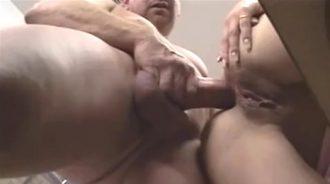 Secretaria follada analmente por su jefe