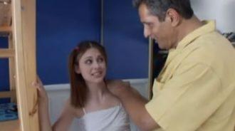 Marido infiel se folla a la amiga jovencita xxx de su hija