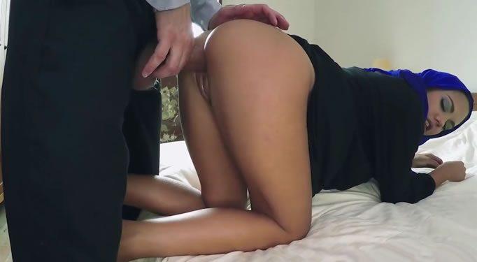 Chica árabe teniendo sexo en su casa