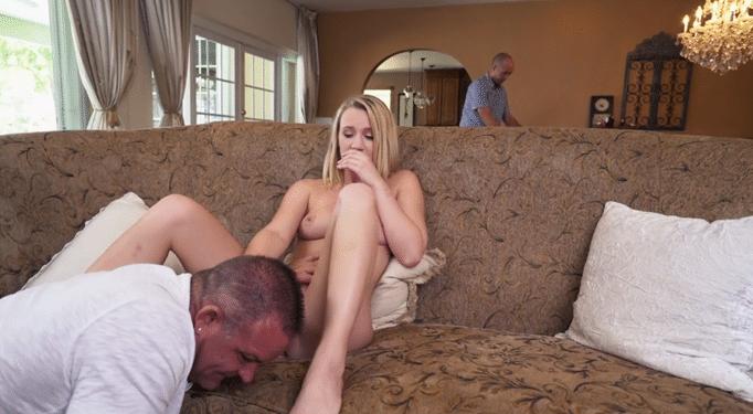 Casi descubre a su hija follando con el vecino