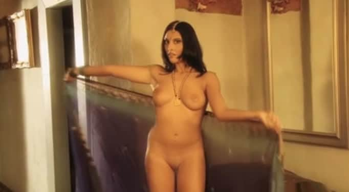 Jovencita india bailando desnuda estilo bollywood