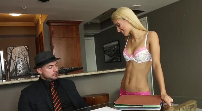 Teen jovencita seduce a un maduro
