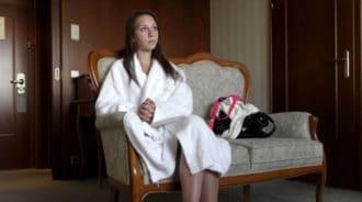 Ingenua chica de 18 años acude a un casting porno