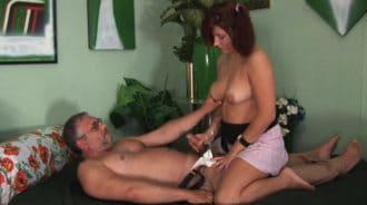 Daba un masaje a su padre y le pidió que se desnudara