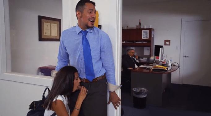 Es peligroso follar con la hija de tu jefe, te pueden pillar