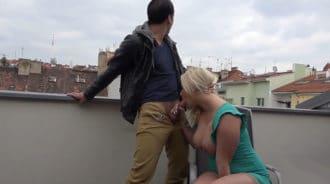De visita a Praga acabé follándome a una zorrita