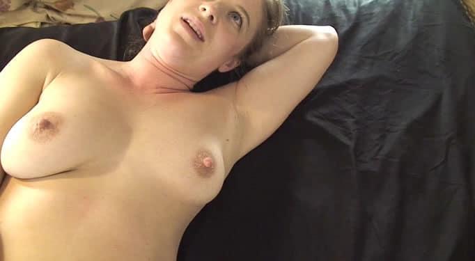 Esposa ama de casa acaba desnuda y corrida