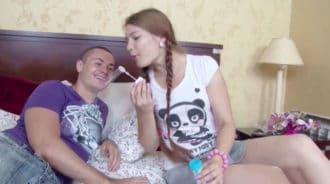 Jugar con su hermanita se convirtió en algo muy sexual