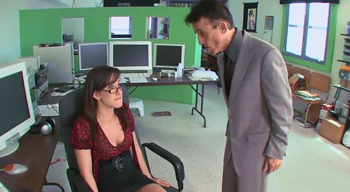 Su jefe la pilla tocándose en el trabajo