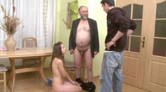 Pilla a su novia desnuda con su profesor